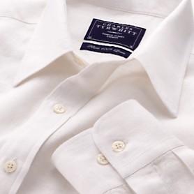 Vit lineskjorta